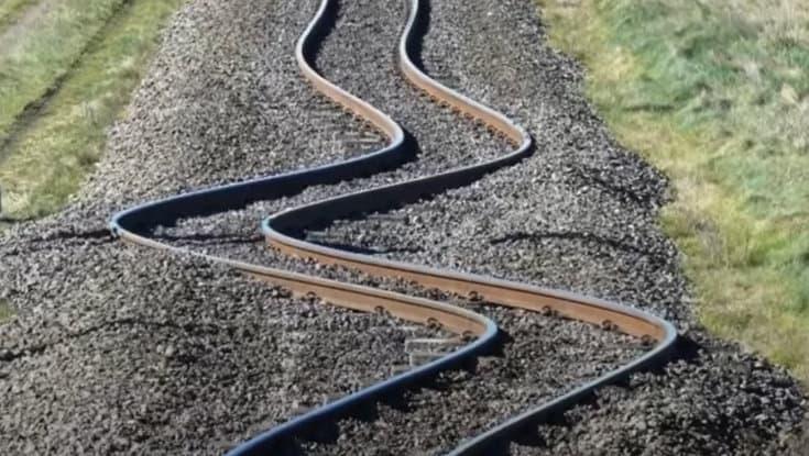 Prevent railway buckling in summer